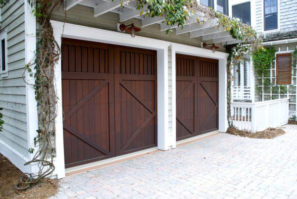 jak wybrać bramę garażową