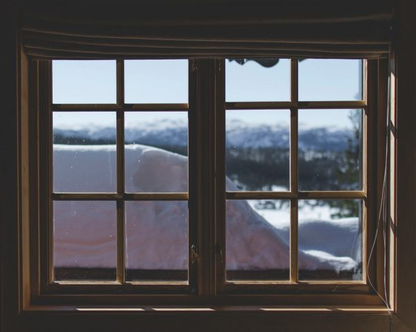 Okna gwiżdżą czy świszczą?